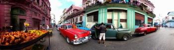 360 degree view of old cars and fruit stand on a street, Havana, Cuba   Obraz na stenu